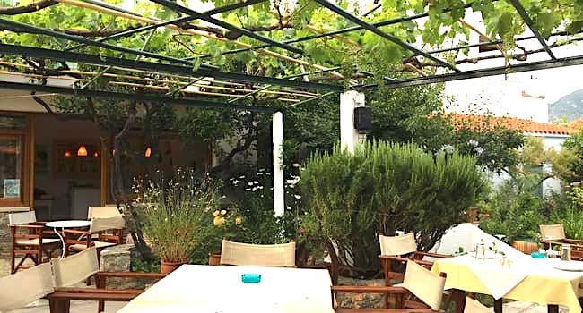 Dine in Perivoli Restaurant-Skopelos town