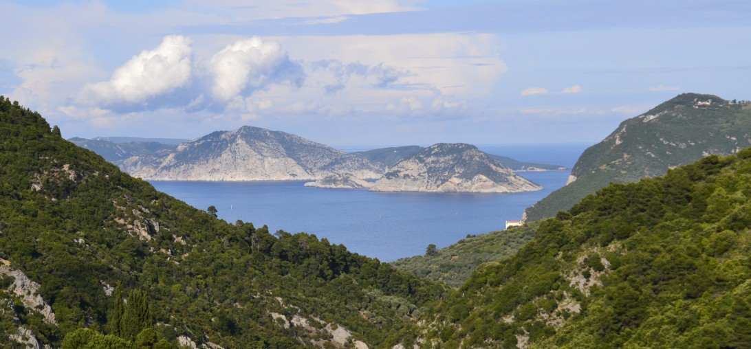 panoramic-views-from-Skopelos-country-villas